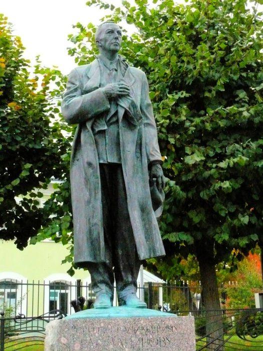 Памятник Рохманинову