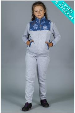 Светлый костюм для девочки с синими вставками