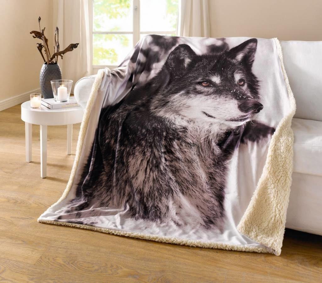 Купить пушистый плед с волком