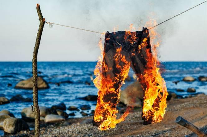 Брюки горят
