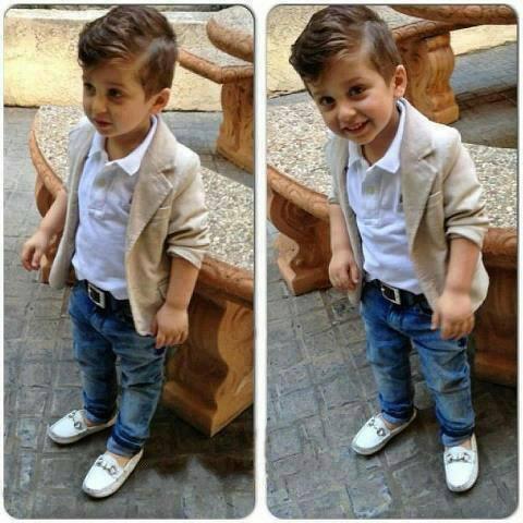 Красивый модный мальчик