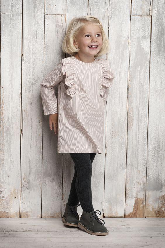 трикотажное детское платье бежевое