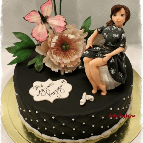 Торт с фигуркой девушки