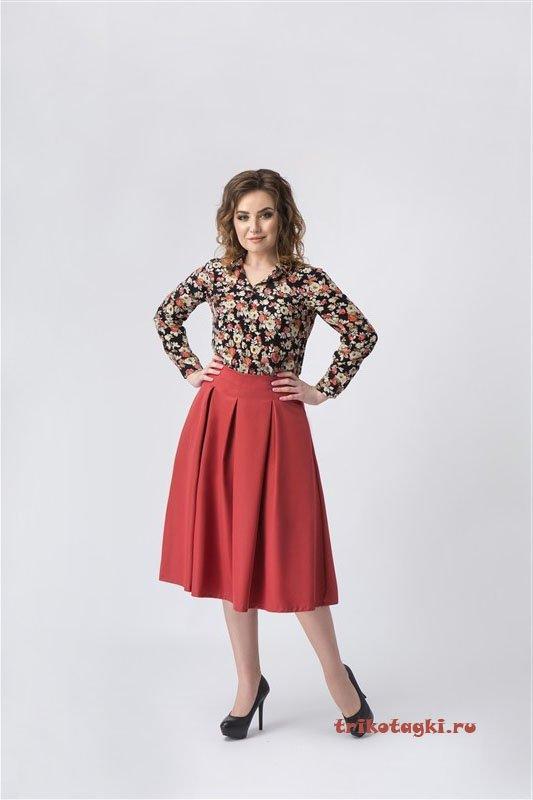 Цветастая блузка и юбка терракотовая