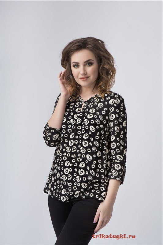 Черная блузка с кружочками