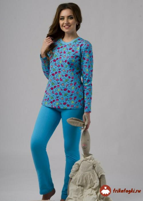 Пижама цветная с синими штанами