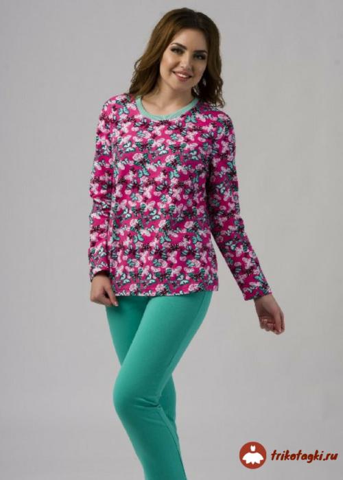 Пижама цветная с зелеными штанами