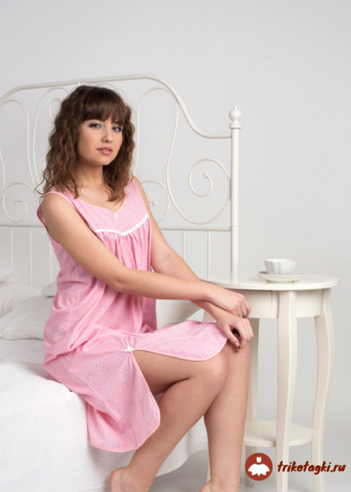 Сорочка женская розовая с разрезами