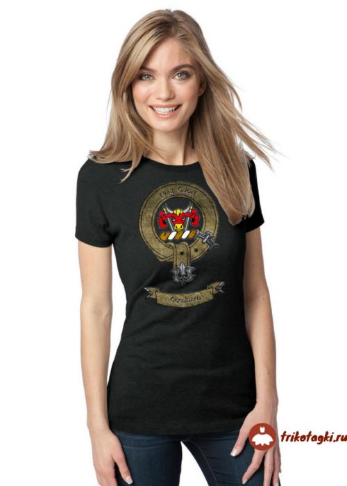 Черная женская притаденная футболка черного цвета