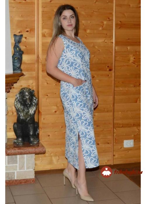 Голубое длинное платье с разрезами по бокам