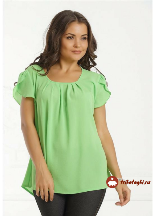 Зеленая футболка с рукавом лепесток