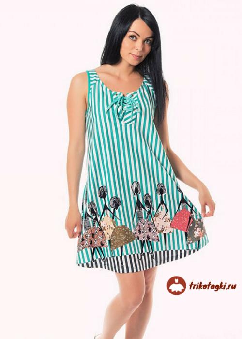 Платье в бирюзовую полоску с девицами на подоле