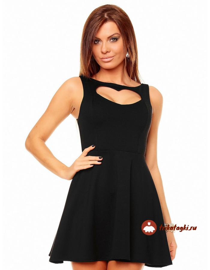 Черное платье с вырезом сердечко