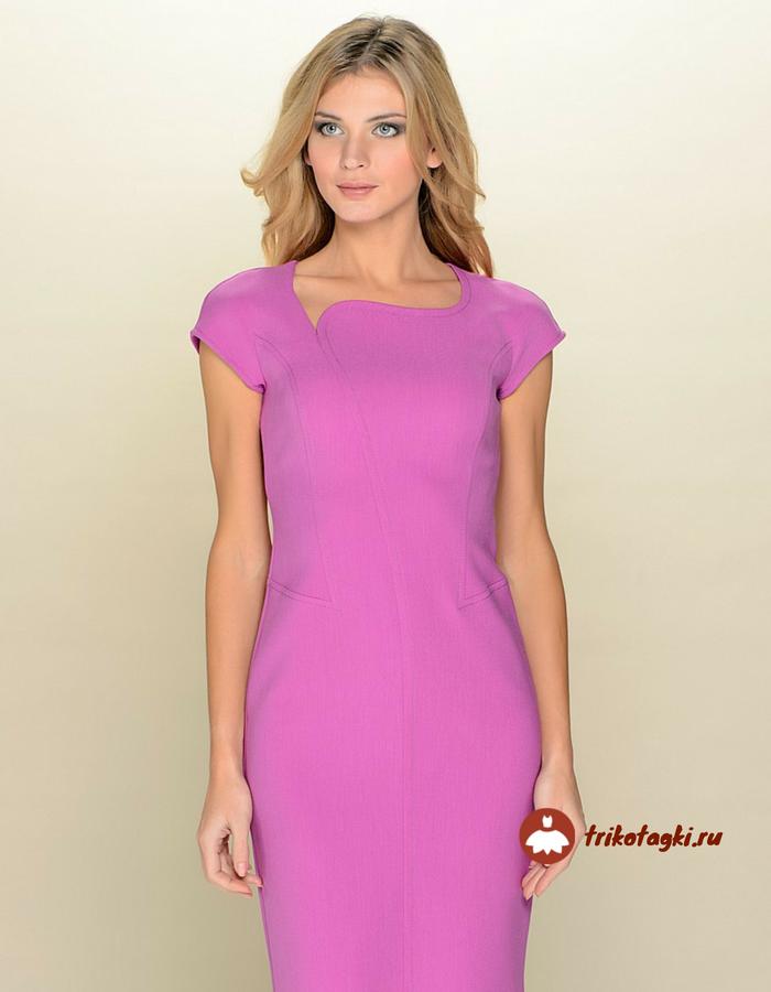 Розовое платье с асимметричным воротом