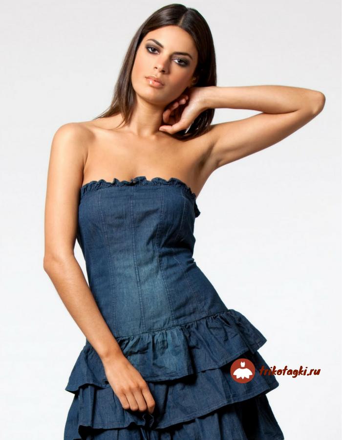 Платье джинсовое с горловиной форсаж