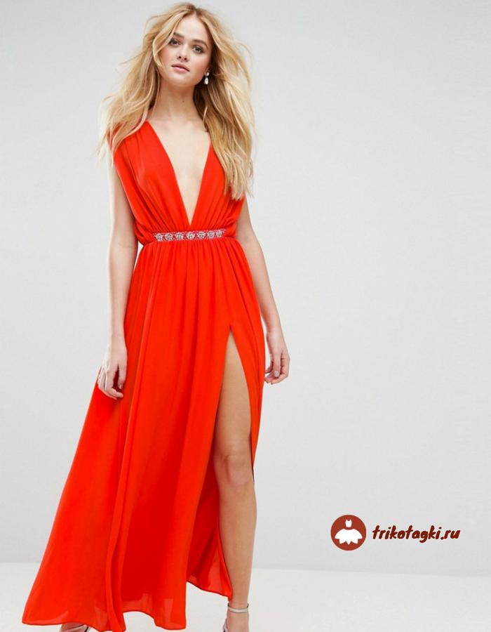 Платье красное с глубоким декольте