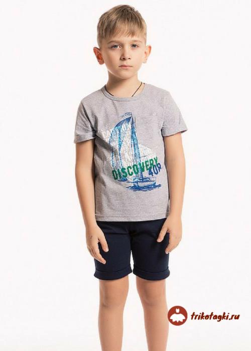 Комплект для мальчика с серой футболкой с принтом и черными шортами