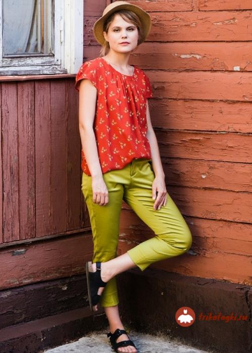 Брюки женские летние укороченные зеленого цвета