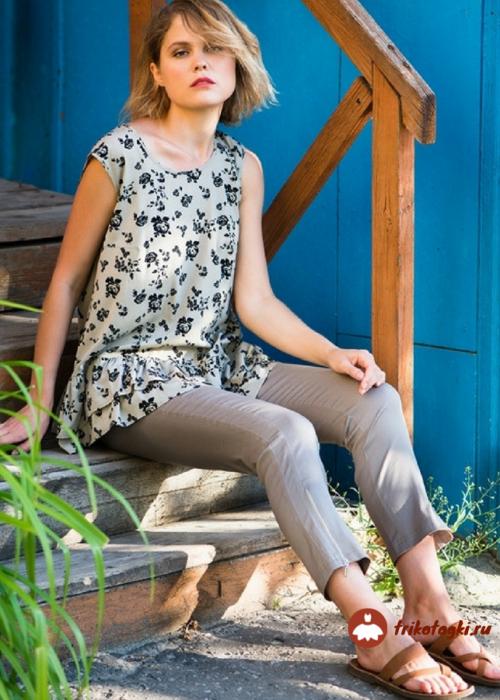 Блузка женская трикотажная светлая с рисунком