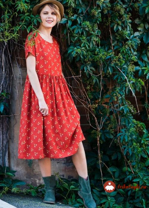 Платье женское красного цвета трикотажное