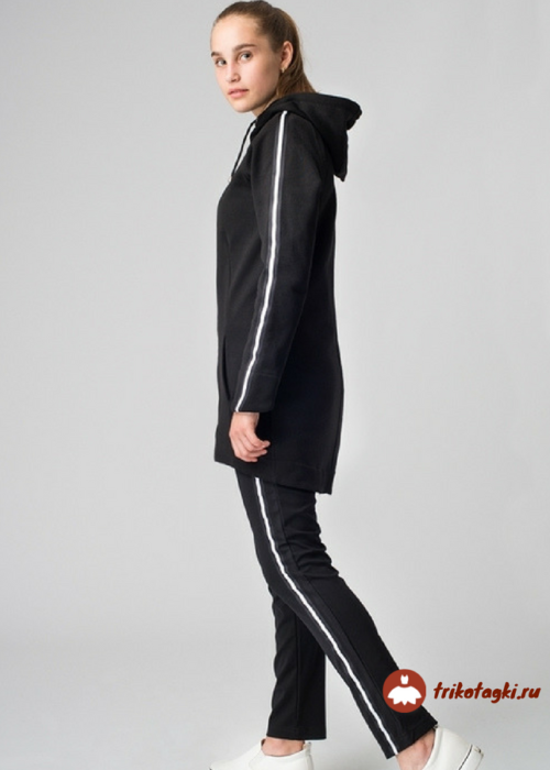 Костюм женский черный с капюшоном