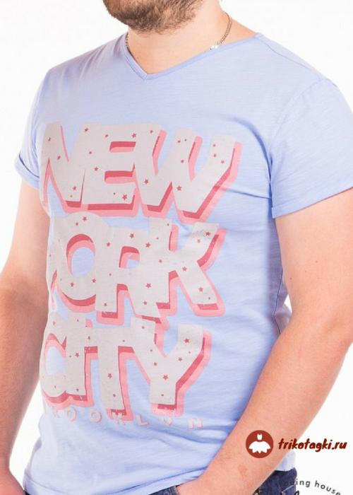 Светло-голубая мужская футболка с надписью