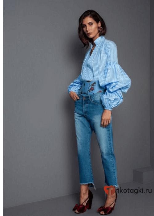 Модный лук джинсы бойфренды с блузкой