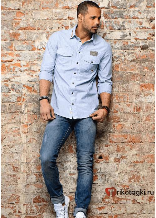 Модный мужской лук джинсы под рубашку