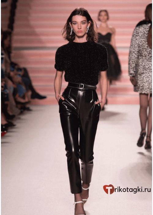 Черные кожаные брюки женские классика