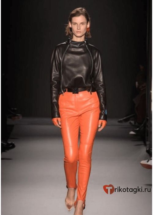 Морковные кожаные штаны женские