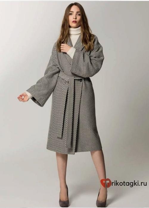 Женское пальто с запахом серое