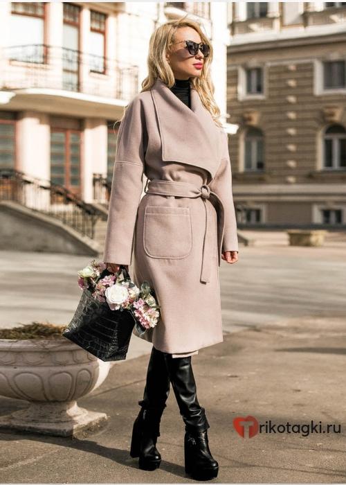 Женское пальто с запахом розовое
