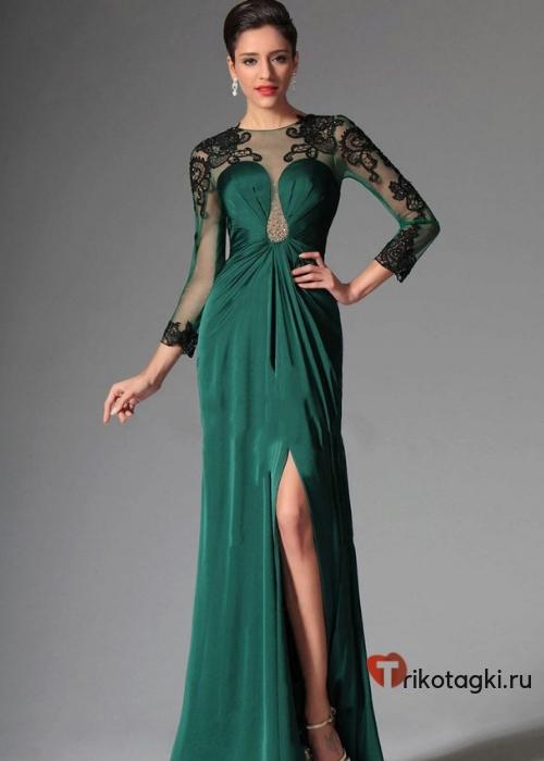 Зеленое платье на новый год с разрезом