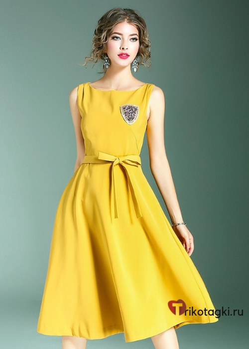 Желтое платье до колена