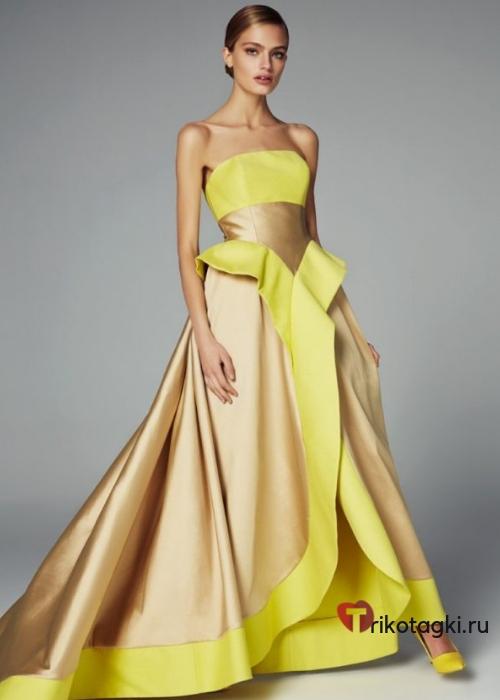 Длинное золотое платье, отделанное желтым атласом
