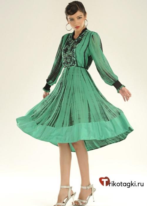 Зеленое платье до колена