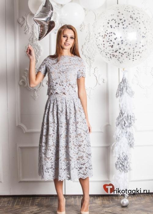 Серебристое платье до колена