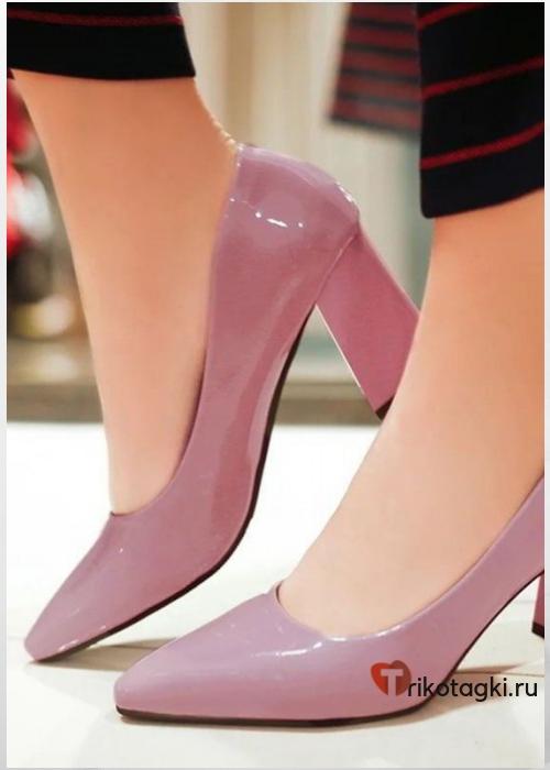 Пудровые туфли на квадратном каблуке