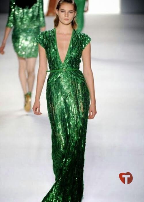 Зеленое платье с пайетками