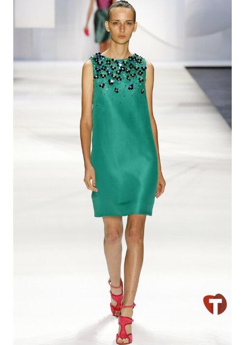 Зеленое платье с камнями