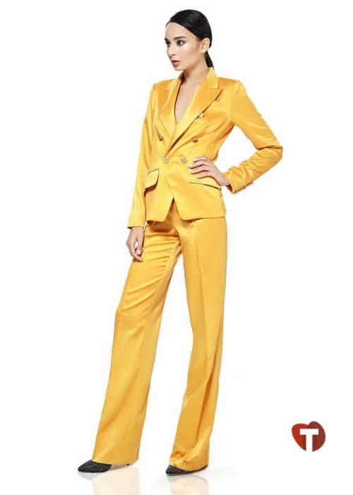 Желтый нарядный брючный костюм