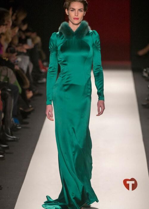 Зеленое шелковое платье с меховым воротником