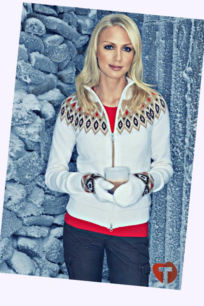 Белый джемпер в скандинавском стиле