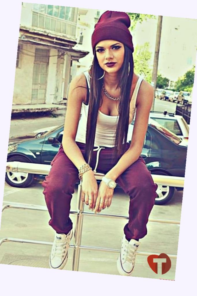 Девушка в стиле swag
