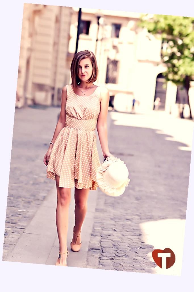 Платье в горох в романтическом стиле