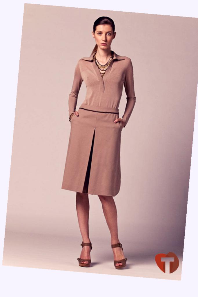 Классический коричневый костюм женский